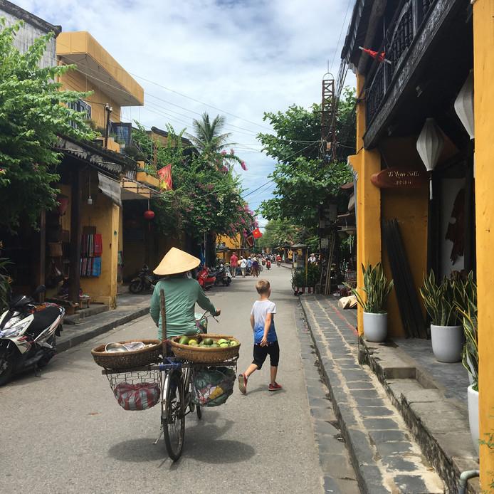 Weekwinnaar: wie zich wil verplaatsen in het centrum van Hoi An, volgens Marny Franssen de meest sfeervolle stad van Vietnam, moet lopen of fietsen. Gemotoriseerd verkeer zoals een auto is namelijk verboden in deze oude handelsstad waar ook Nederlanders ooit goede zaken deden.
