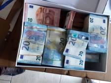 Opnieuw gigantisch geldbedrag gevonden in woning Zwijndrecht: 72.000 euro