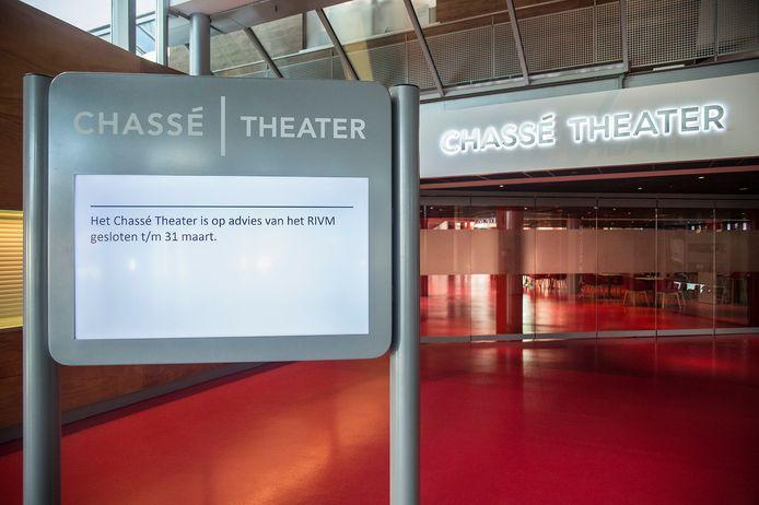 Pix4Profs-Ron Magielse het is rustig op straat in breda ivm corona-virus. de deuren van het chasse-theater zijn gesloten.
