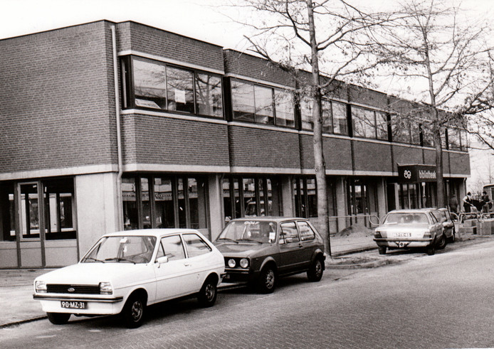 Nieuwbouw bibliotheek Son, januari 1984.