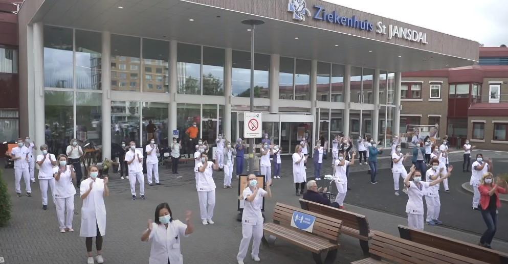 Honderden zorgmedewerkers van het St. Jansdal in Harderwijk doen mee aan de Jerusalema challenge.