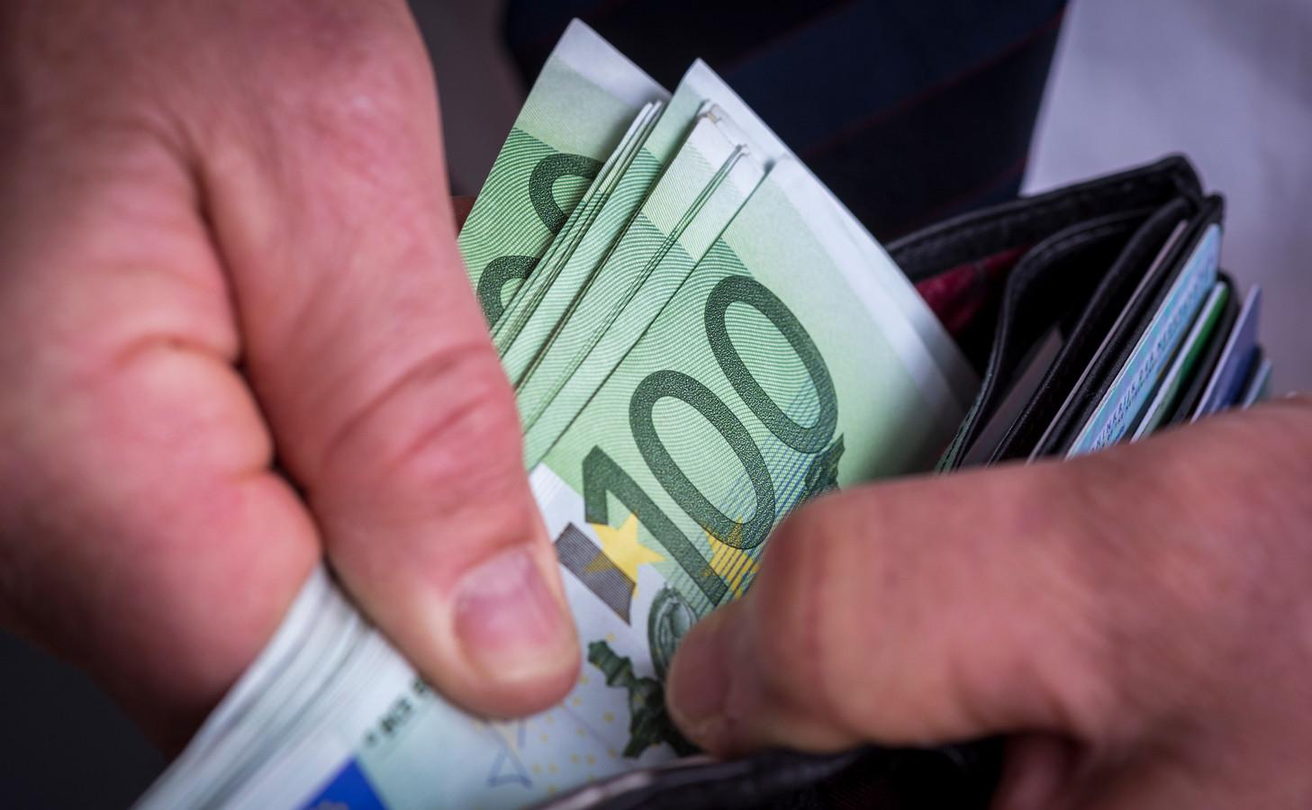 De politie hield in de Lingewijk een man aan die de Staat nog ruim 34.000 euro moet betalen.  (foto ter illustratie)