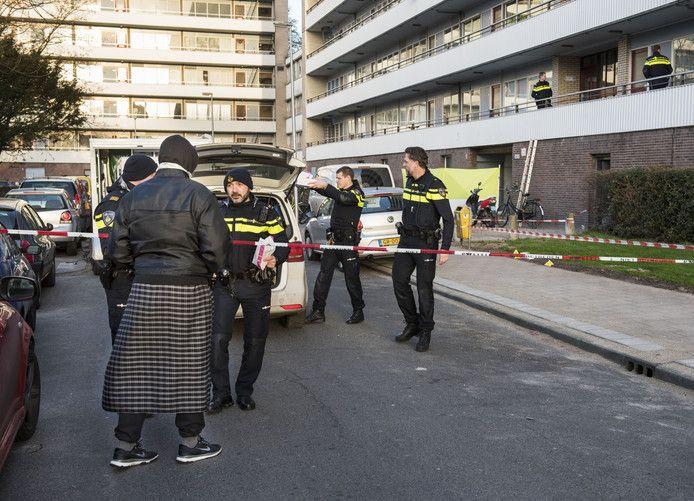 De politie doet onderzoek naar de liquidatie op de Faustdreef in Overvecht.