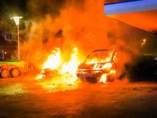 Opmerkelijke autobrand maakt de tongen los: 'Was het vandalisme? Een wraakactie?'