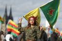 Aanhangers van de Koerdische YPG gaan ook in Duitsland de straten op uit protest tegen het offensief van Turkije.  Foto David Young/dpa