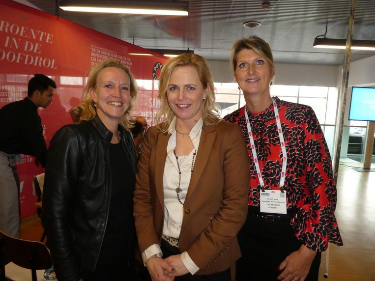 Nicolette Barkhof, Agnes Holtjer en Bernadet Naber (Koninklijke Horeca): 'We zitten erg op de balans. Duurzaam en gezonder, maar ook genieten van een wijntje.' Beeld Hans van der Beek