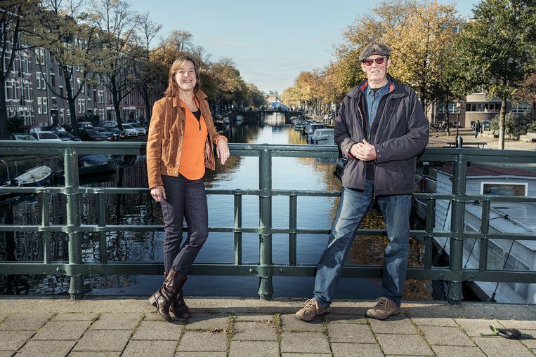 Annette Schermer en  Ted Zwietering trekken de kar om de WG-buurt in Amsterdam-West over te krijgen op 'aquathermie' in plaats van aardgas. Beeld Jakob van Vliet