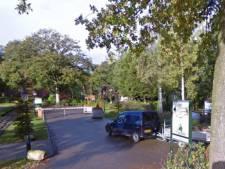 Windhoos raast over vakantiepark in IJhorst, veel bomen omgewaaid en chalets raken beschadigd