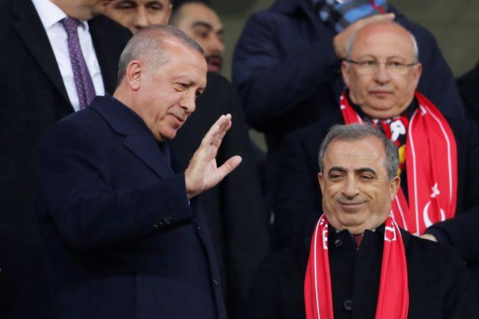 De Turkse president Recep Tayyip Erdogan op de tribune.