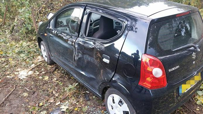 De auto van de vrouw raakte flink beschadigd bij het ongeluk.