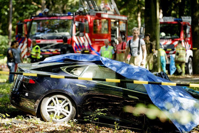 Twee jaar geleden zat de brandweer nog met de handen in het haar toen een Tesla in het Nederlandse Baarn in brand vloog.  De 53-jarige bestuurder liet het leven.