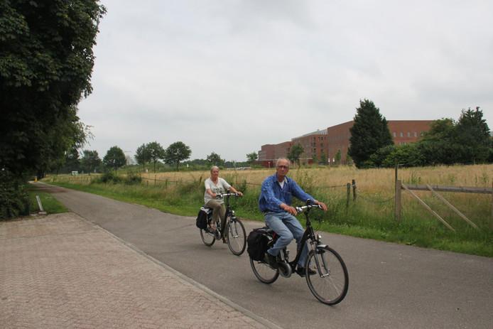 De Lagerbosweg is nu nog deels fietspad maar wordt dit najaar omgetoverd tot nieuwe toegangsweg voor Slabroek en het achterliggende gebied.