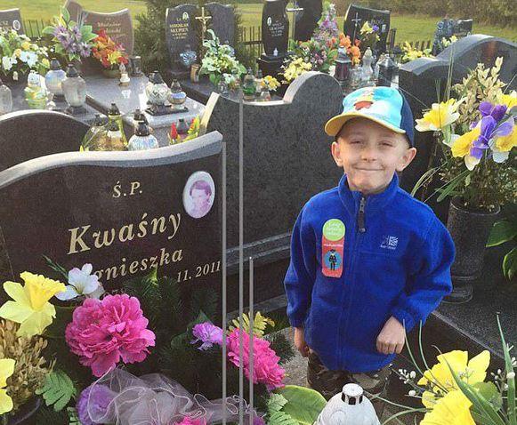 Filip aan het graf van zijn moeder.