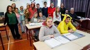 Leerlingen KTA in pyjama op school