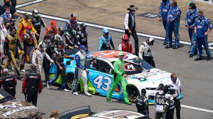 """Massale steun voor geëmotioneerde NASCAR-coureur die strop in garage vond: """"Mijn glimlach pakken ze niet af"""""""