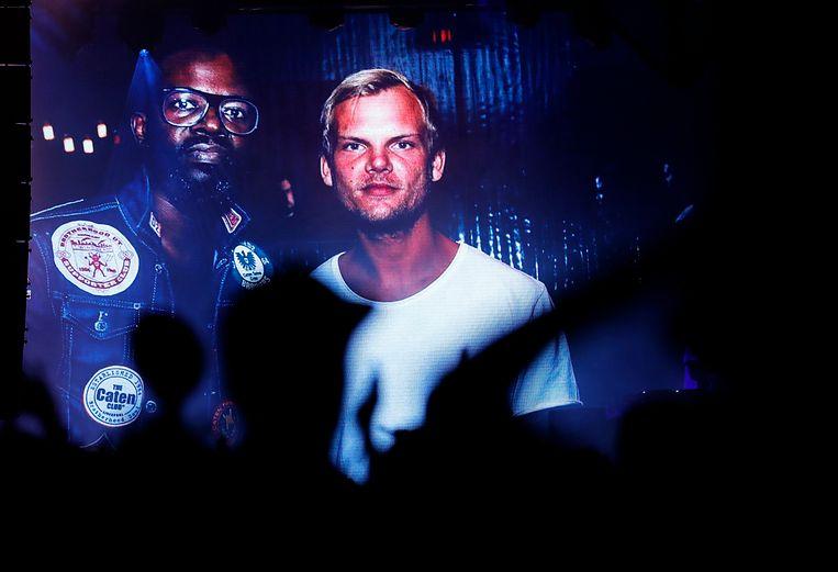 Dj Black Coffee eerde Avicii tijdens zijn set op Coachella.