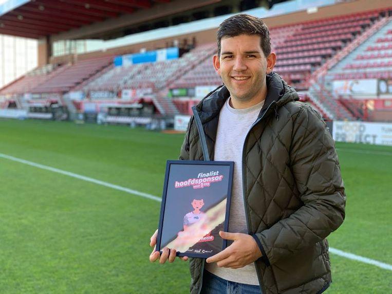 Mattias maakt met zijn bedrijfje SHOOW kans om  voor een dag hoofdsponsor van KV Kortrijk te worden.