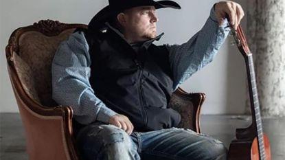 Schot gelost nadat z'n vuurwapen op de grond valt: countryzanger (35) sterft bij opnames videoclip