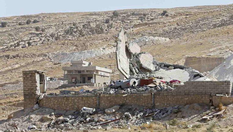 Een door de strijd tussen Koerden en IS-strijders verwoest huis in het noorden van Irak. Beeld reuters