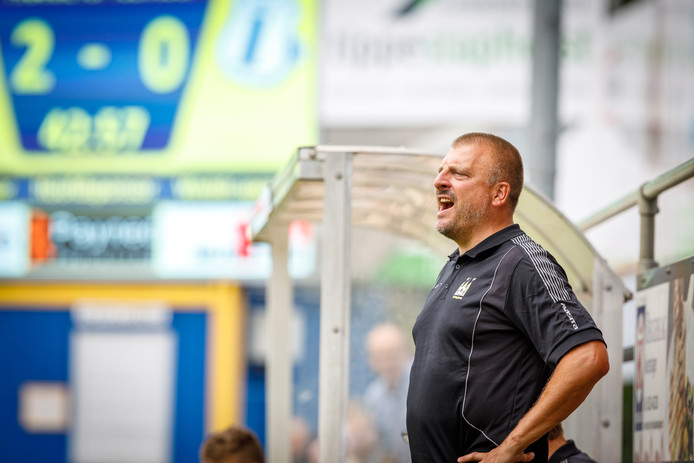 De nieuwe trainer Paul Weerman zag Staphorst winnen van Ter Leede,