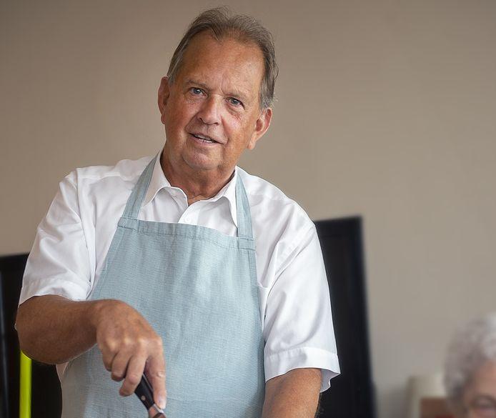 Tom Cats werkte ruimt veertig jaar in het eerbiedwaardige hotel-restaurant De Draak aan de Grote Markt in Bergen op Zoom.