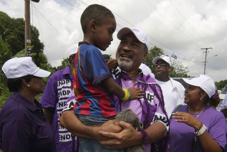 Bouterse op campagnetour in het dorpje Colombia in district Saramacca. (Reuters) Beeld null