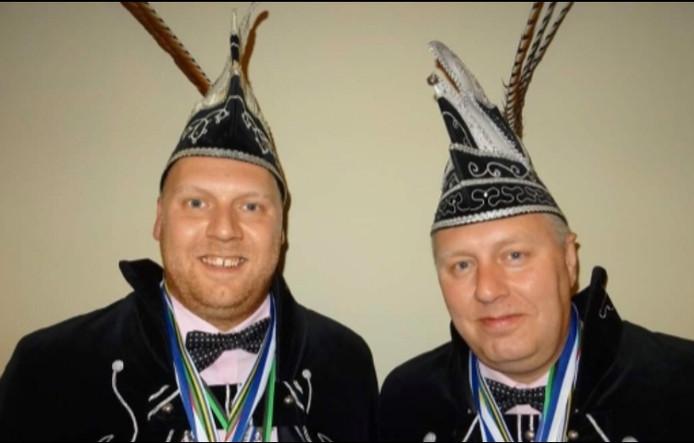 Prins Marijn Roerlofs (links) en zijn broer Gerold als adjudant adjudant gaan regeren over het Knorrepottenrijk (Haren)