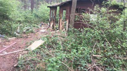 """Verloederde weekendhuisjes op domein Teunenberg blijven doorn in het oog: """"Dit trekt sluikstorters aan"""""""