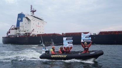 Greenpeace blokkeert steenkoolschip in Gdansk