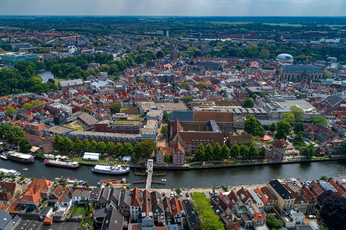 De binnenstad van Zwolle, een populair gebied voor woningsplitsing. Daar wil de gemeente een rem op.
