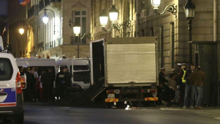 De politie blokkeerde de straat die naar het paleis leidt al snel en sloeg de activisten in de boeien. Beeld anp