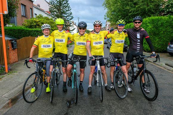 De vijf regiogenoten kregen tijdens de eerste etappe wat steun van kameraden.