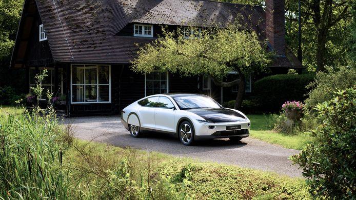 De Lightyear One, de eerste gezinsauto die op zonne-energie rijdt.