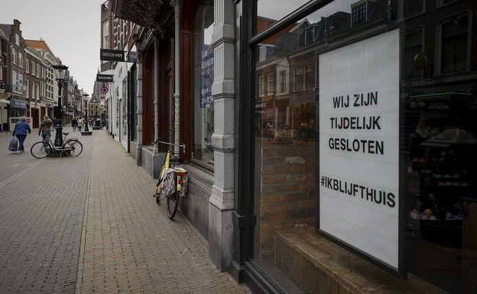 De horeca en veel winkels blijven voorlopig nog gesloten. Het UWV meldt al meer dan 100.000 aanvragen binnen te hebben gekregen voor noodsteun.