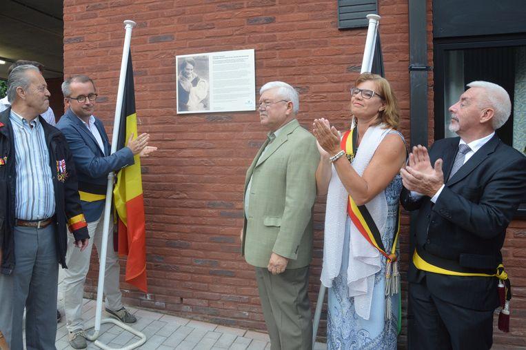 De inhuldiging van de Elisa Van Caulaertstraat in Ninove in 2017.