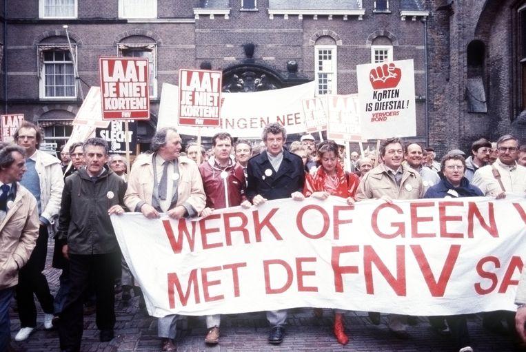 Wim Kok tijdens massale demonstratie van het FNV in Den Haag. Beeld ANP