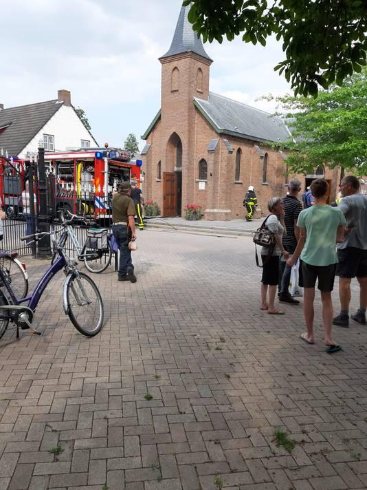 Lorenzo Zijlmans van café Kerkzicht belde maandagmiddag tegen vijven 112. De brandweer was er in een mum, zegt hij.