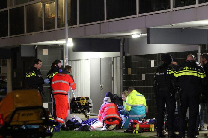 De twee moordverdachten raakten zwaar gewond toen ze bij hun aanhouding in de Roeselarestraat van drie hoog omlaag vielen.