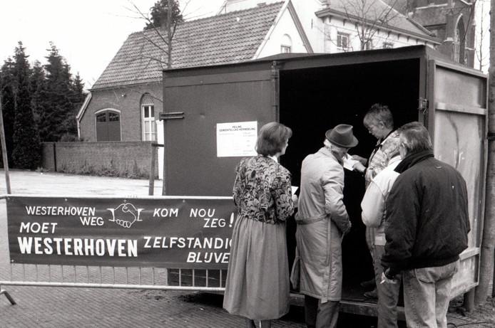 Ruim 81 procent van de bevolking van Westerhoven was in 1991 tegen opheffing van die gemeente. Dit bleek uit de enquête die de werkgroep 'Westerhoven weg, kom nou zeg!' in die maanden onder de kiesgerechtigde bevolking heeft gehouden. In totaal waren 1.352 personen aangeschreven. De werkgroep kreeg 889 enquêteformulieren terug, hetgeen neerkomt op een deelnemingspercentage van 65,8. Westerhoven was destijds met ruim 1.700 inwoners de kleinste gemeente van deze provincie.