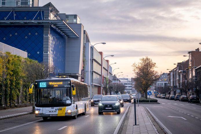 Een bus van vervoersmaatschappij De Lijn op de Mechelse Zandpoortvest. Eind 2021 wordt een nieuw vervoerplan voor de regio van kracht.