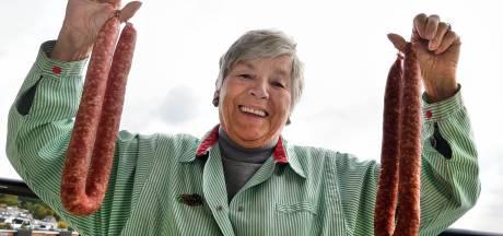 Jo Worst (83) stopt bij worstkraam Baarle-Nassau: 'De leeftijd gaat tellen, maar ik zou zo een café beginnen'