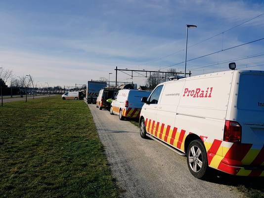 Hulpdiensten van ProRail bij de lekkende goederentrein in Oss.