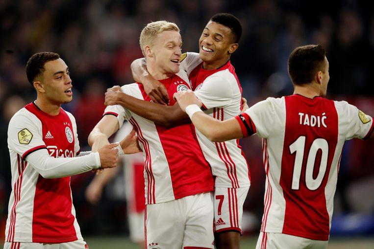 Ajax walste in de eerste helft over Feyenoord heen.