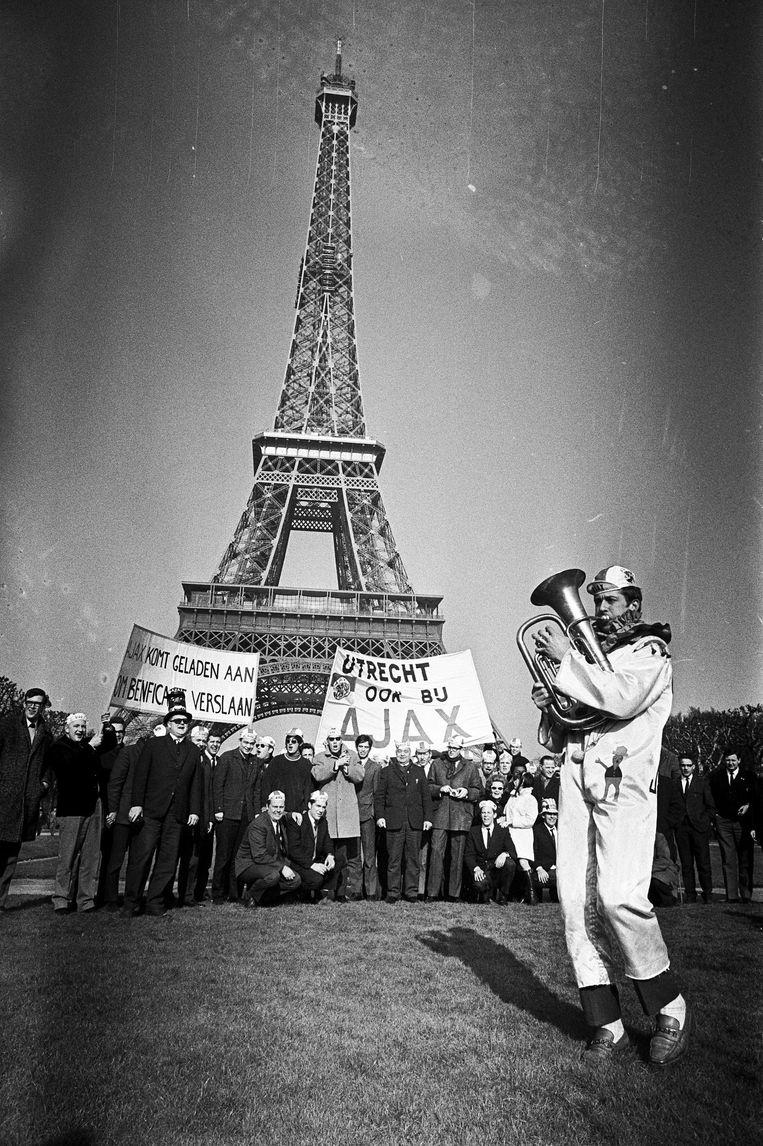 Het Ajax-legioen verovert Parijs Beeld anp