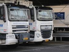 Bepantserde vuilniswagens ruimen vannacht de troep op tijdens spannende jaarwisseling
