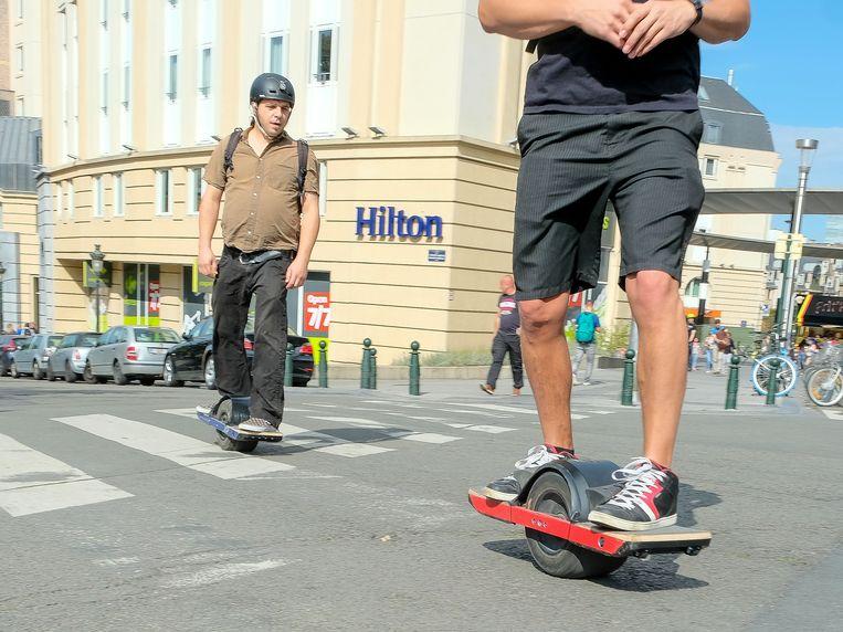 autovrije zondag in Brussel: electrisch skateboard