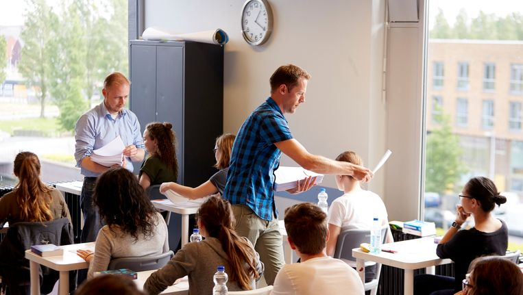 In Utrecht worden examens uitgedeeld. Beeld ANP