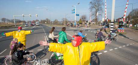 Geen fietstunnel? Dan een verkeersplateau op omstreden kruising Rhenen-Achterberg