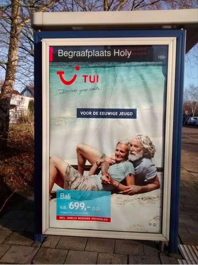 TUI noemt de poster 'ongelukkig'.