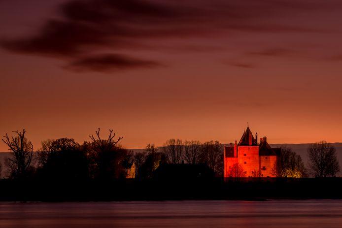 Slot Loevestein kleurt oranje voor Orange the World.